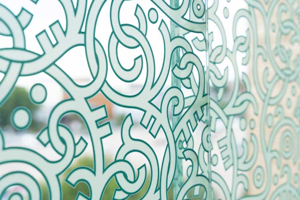 Foto av gangbro i glass